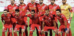 Everton encerra temporada com título e comemora conquista no Bahrein
