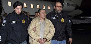 """Traficante mexicano """"El Chapo"""" é sentenciado à prisão perpétua nos EUA"""