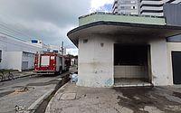 Vídeo: incêndio em galeteria na Pajuçara deixa ferido e bombeiros são acionados