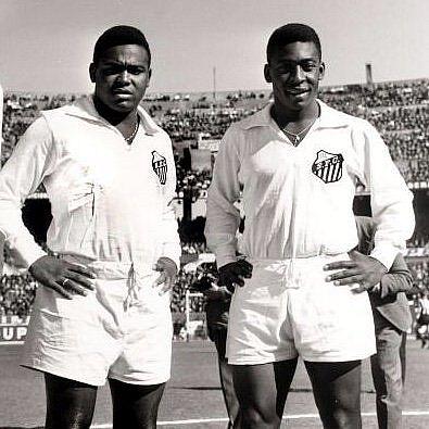 Coutinho e Pelé na época de ouro do Santos