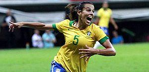 Thaisa usa a camisa 5 na Seleção Brasileira