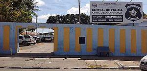 Dupla armada invade escola e rouba pertences de alunos em Arapiraca