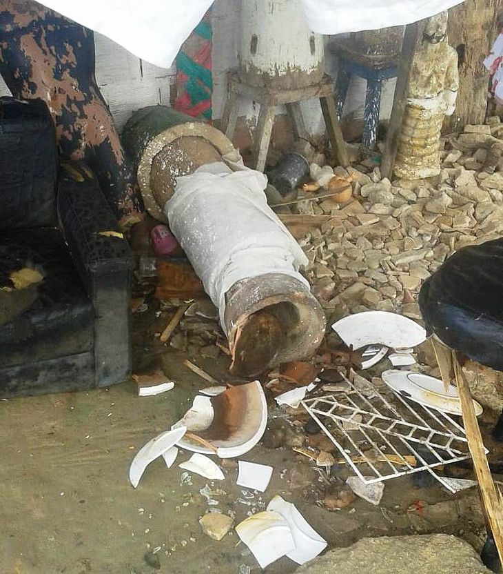 Objetos e oferendas foram destruídos durante a madrugada