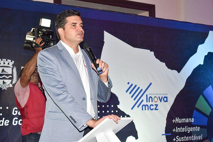Prefeito Rui Palmeira, durante a posse do Conselho Municipal de Ciência, Tecnologia e Inovação.