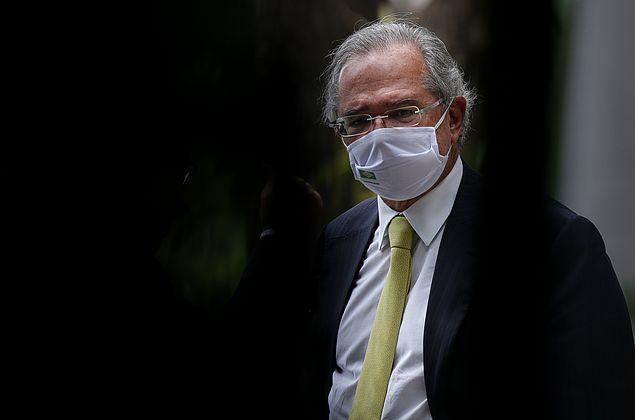 Guedes defende vacinação em massa e diz que medida é decisiva para a economia